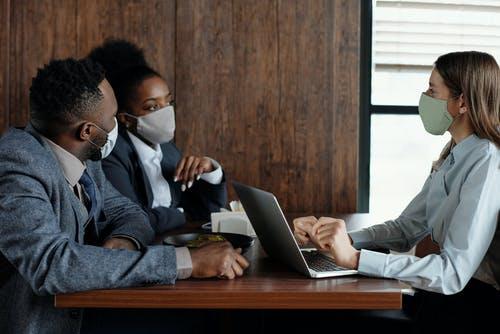 Ce que votre employeur doit faire pour assurer votre sécurité au travail en pleine pandémie